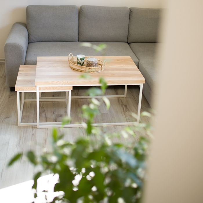 biurko debowe017 1 Chowany stolik kawowy z jesionu