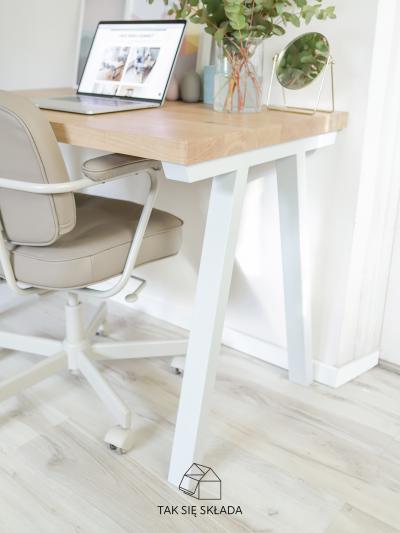 produkt biurko ze skośnymi nogami
