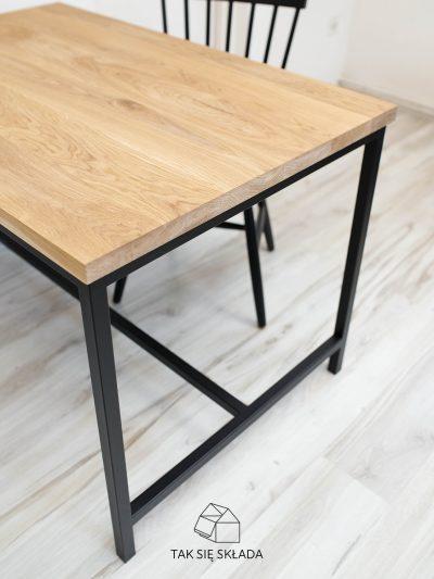 industrialny stół z poprzeczką
